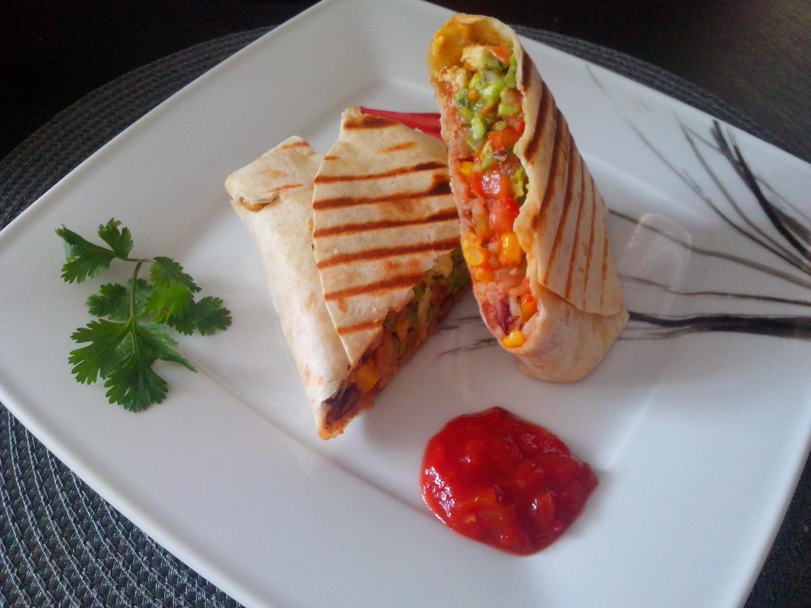 Burrito z kurczakiem i sosem guacamole