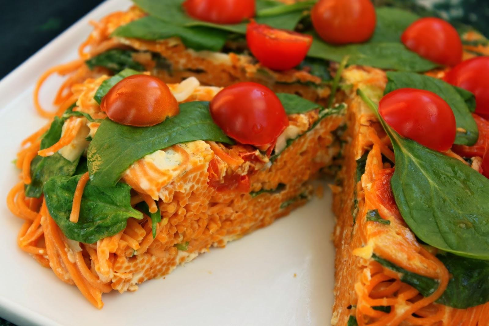 Hiszpański pastel, czyli makaronowy placek z pomidorami i szpinakiem