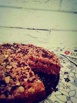 Piernikowe ciasto z orzechami