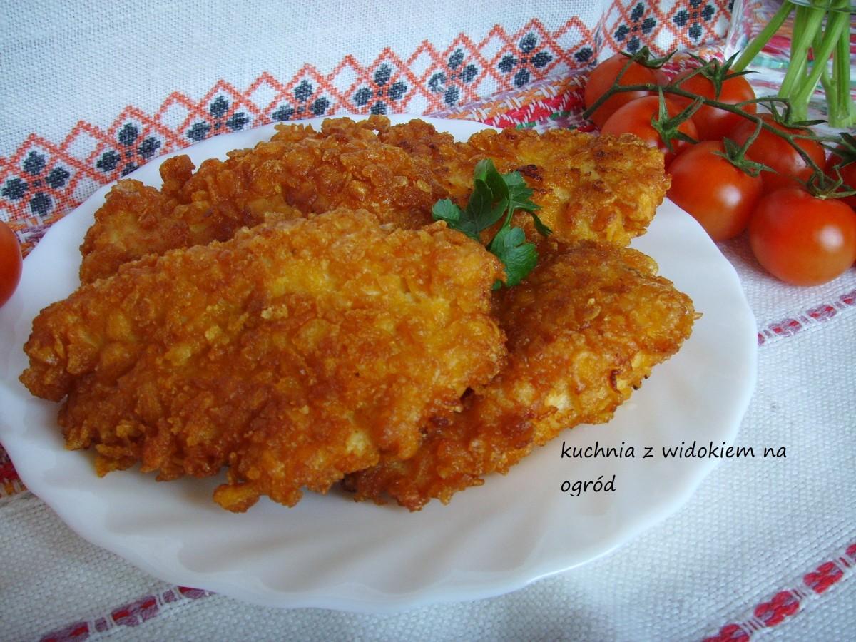 Polędwiczki z kurczaka w płatkach kukurydzianych, soczyste i chrupiące.