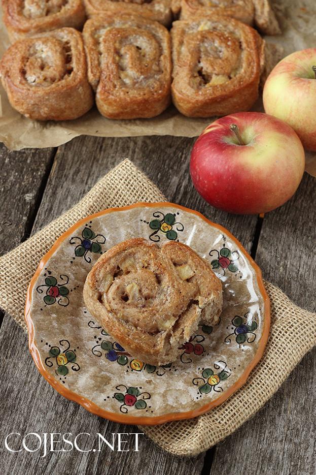 Drożdżowe bułeczki z jabłkami (do odrywania)