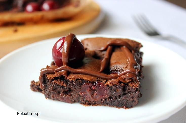 Brownie z wiśniami - ekspresowe i proste ciasto na niedzielę