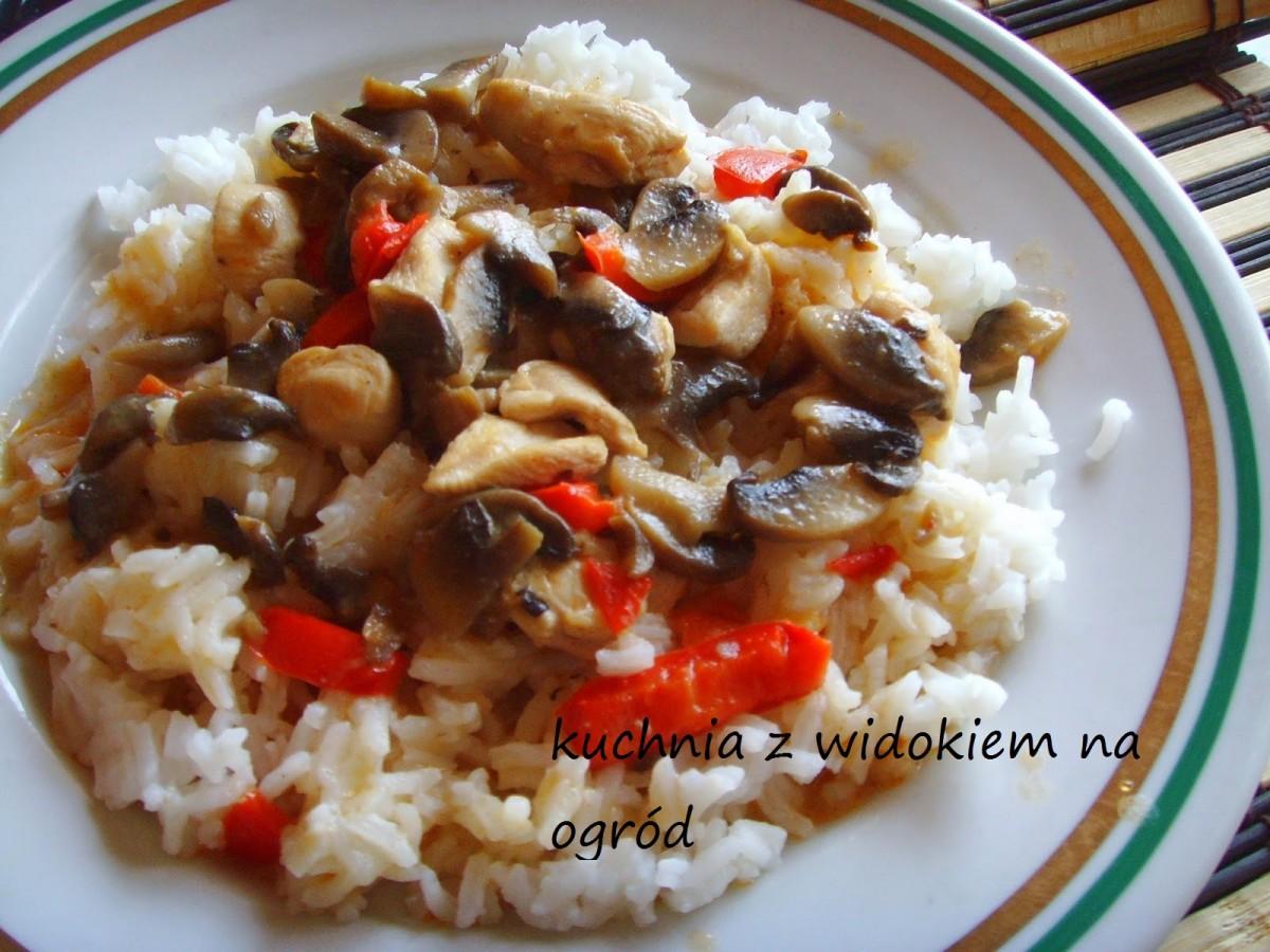 Piers z kurczaka, pieczarki,papryka. A'la risotto. Szybki, smaczny obiad.