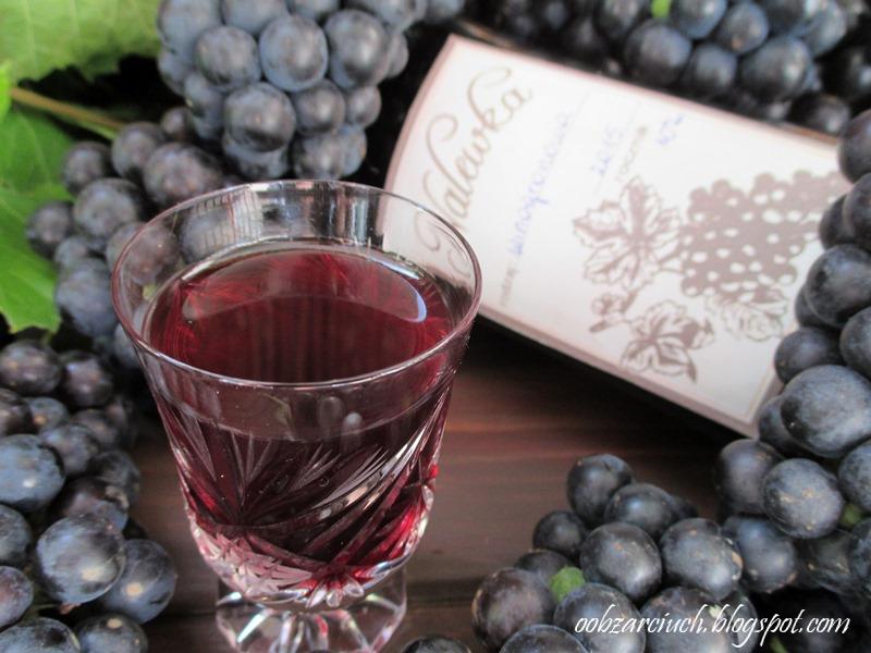 Nalewka z ciemnych winogron