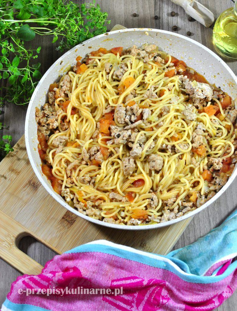 Jednogarnkowe Spaghetti Z Sosem Pomidorowym I Mięsem Mielonym + FILM