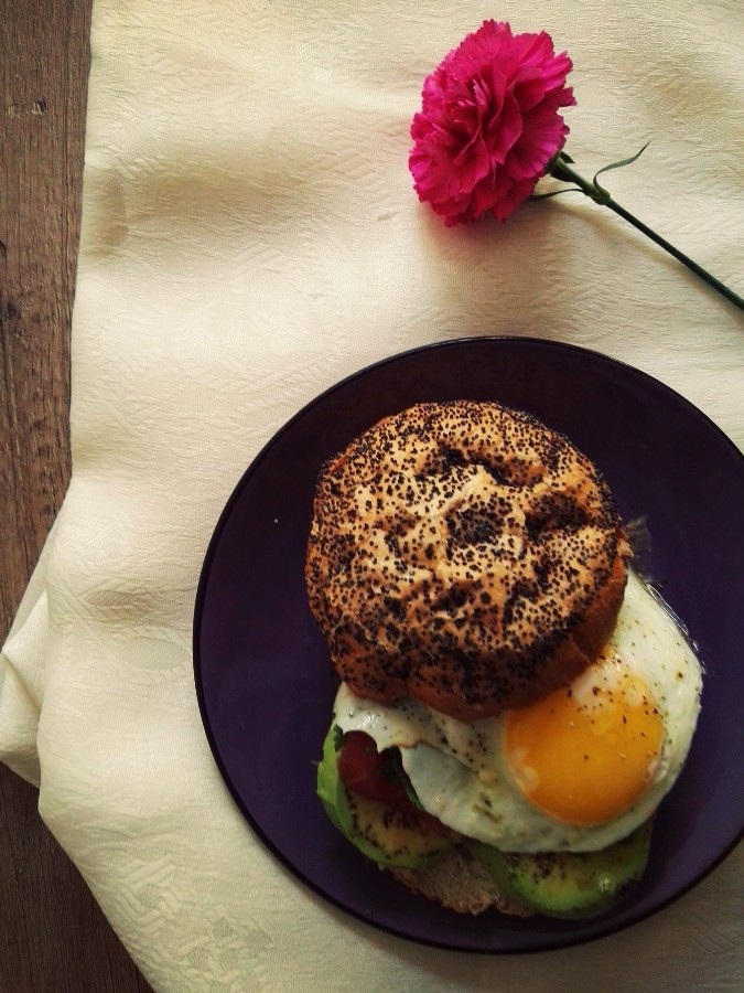 burger z jajkiem sadzonym