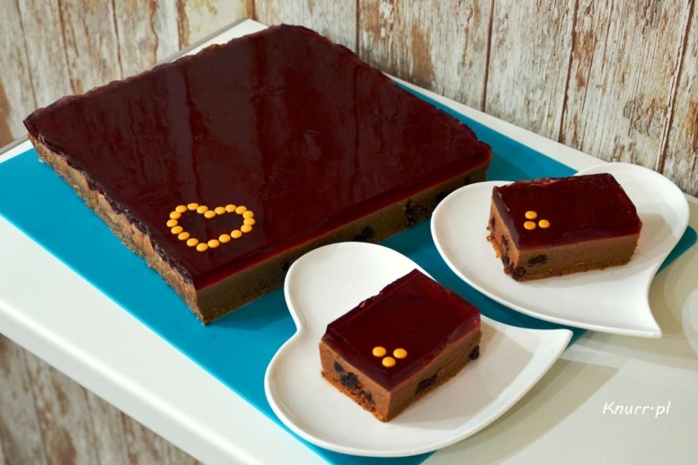 Czekoladowo-żurawinowe ciasto bez pieczenia