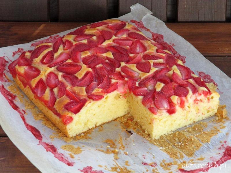 Ciasto z truskawkami - pulchne i szybkie