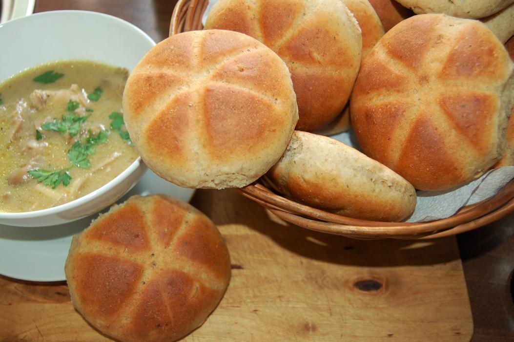 Bułki grahamki z cząbrem i czosnkiem do zupy