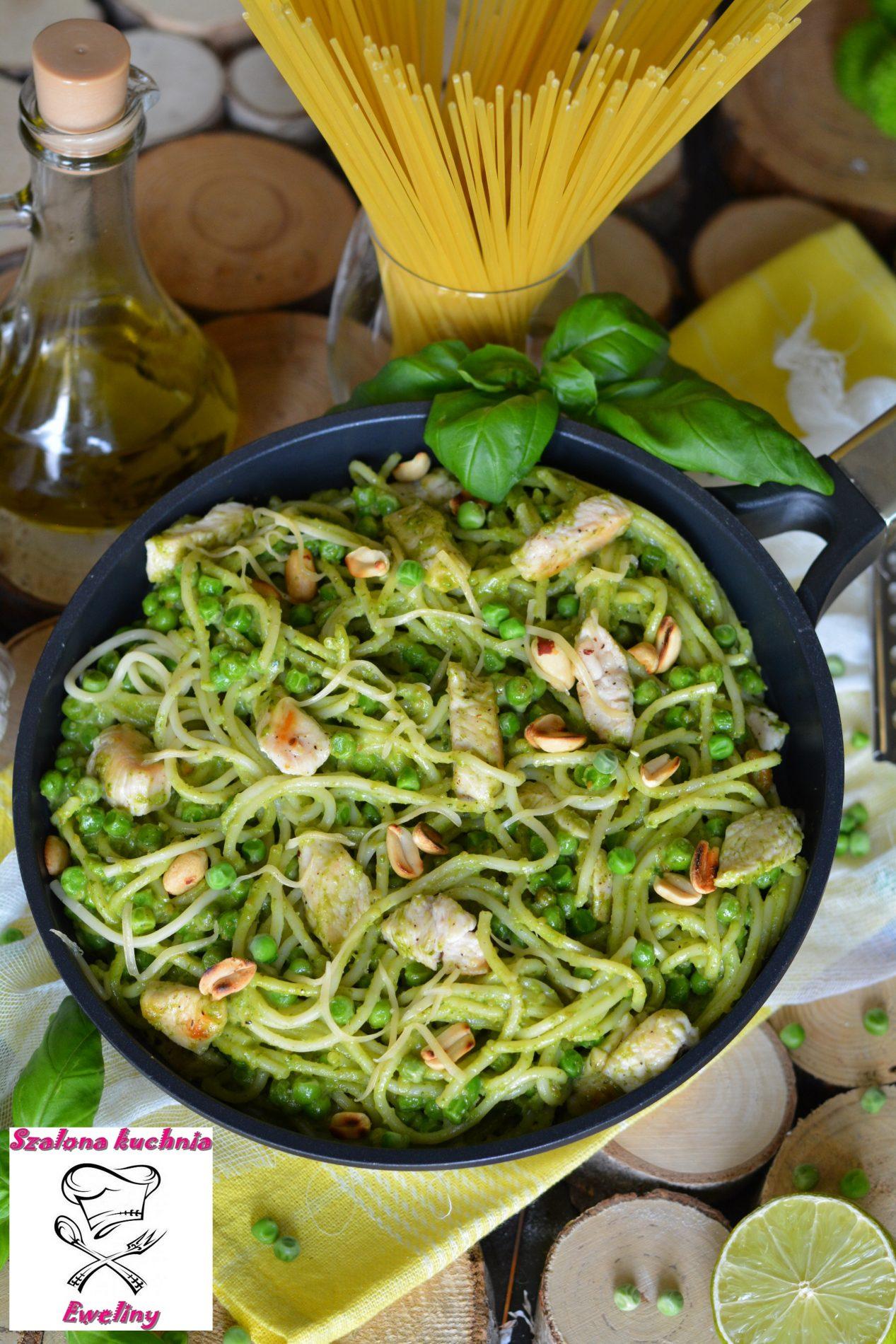Spaghetti z kurczakiem i bazyliowym pesto
