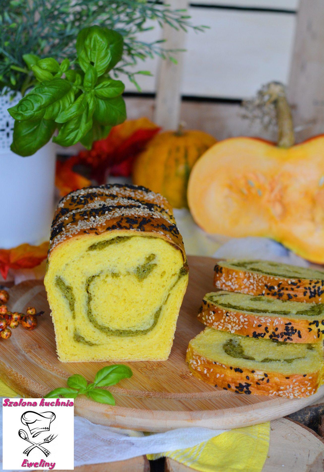 Zakręcony chlebek dyniowy z nutą bazylii