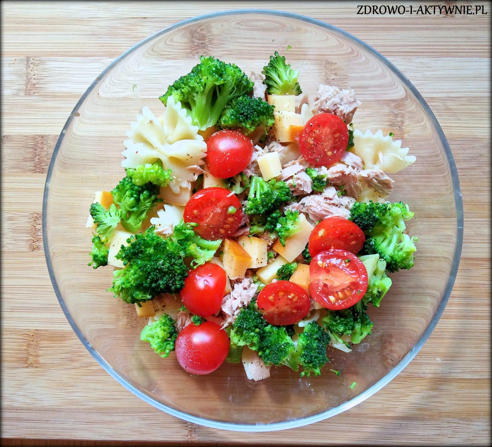 Makaron z tuńczykiem, serem i warzywami