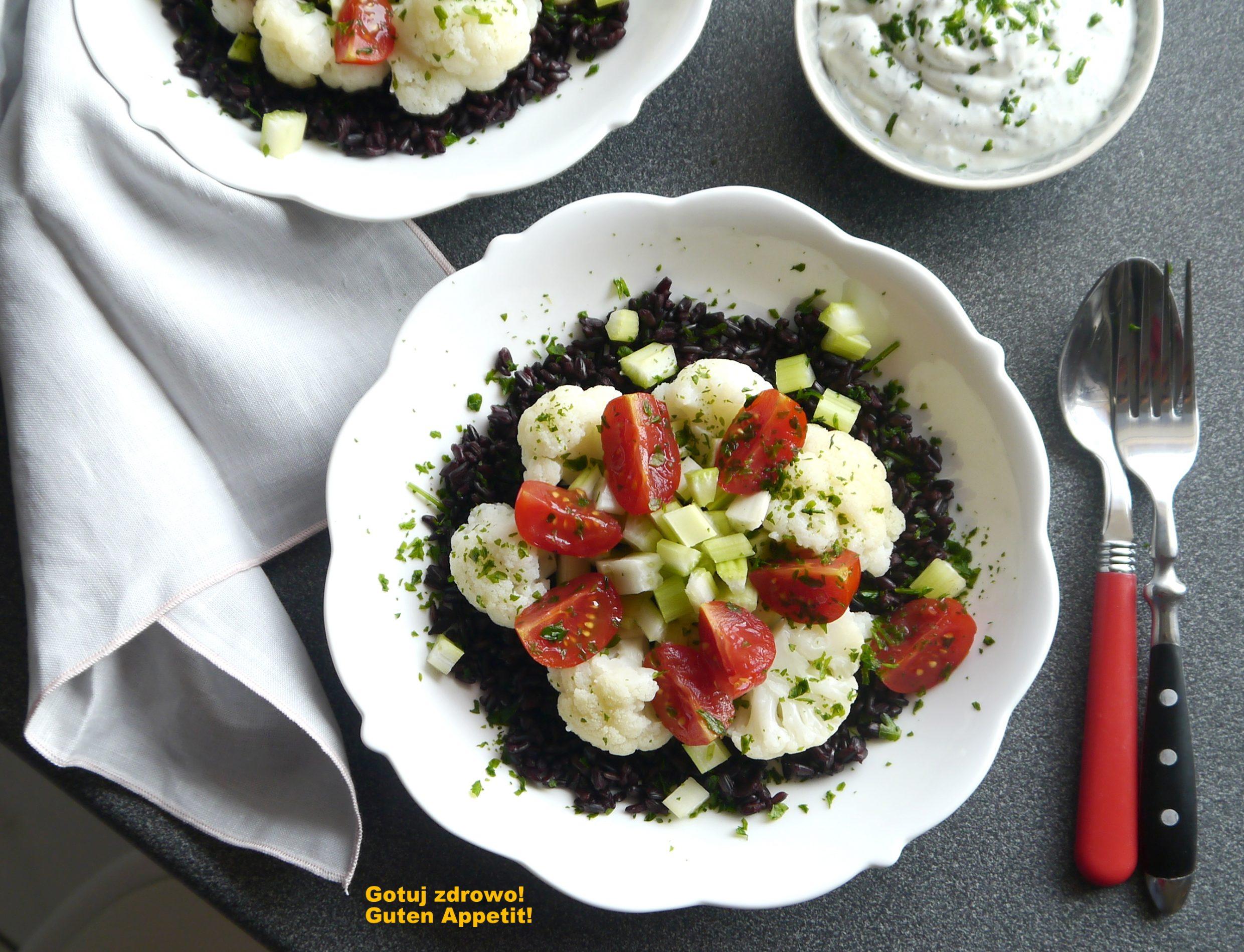 Czarny ryż z piemontu i prosta sałatka z kalafiorem