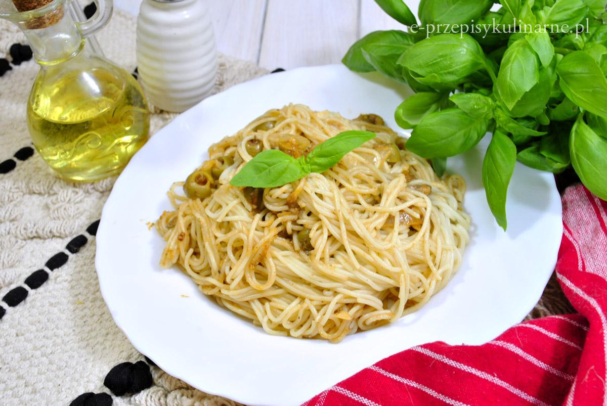 Błyskawiczne spaghetti ze szprotkami