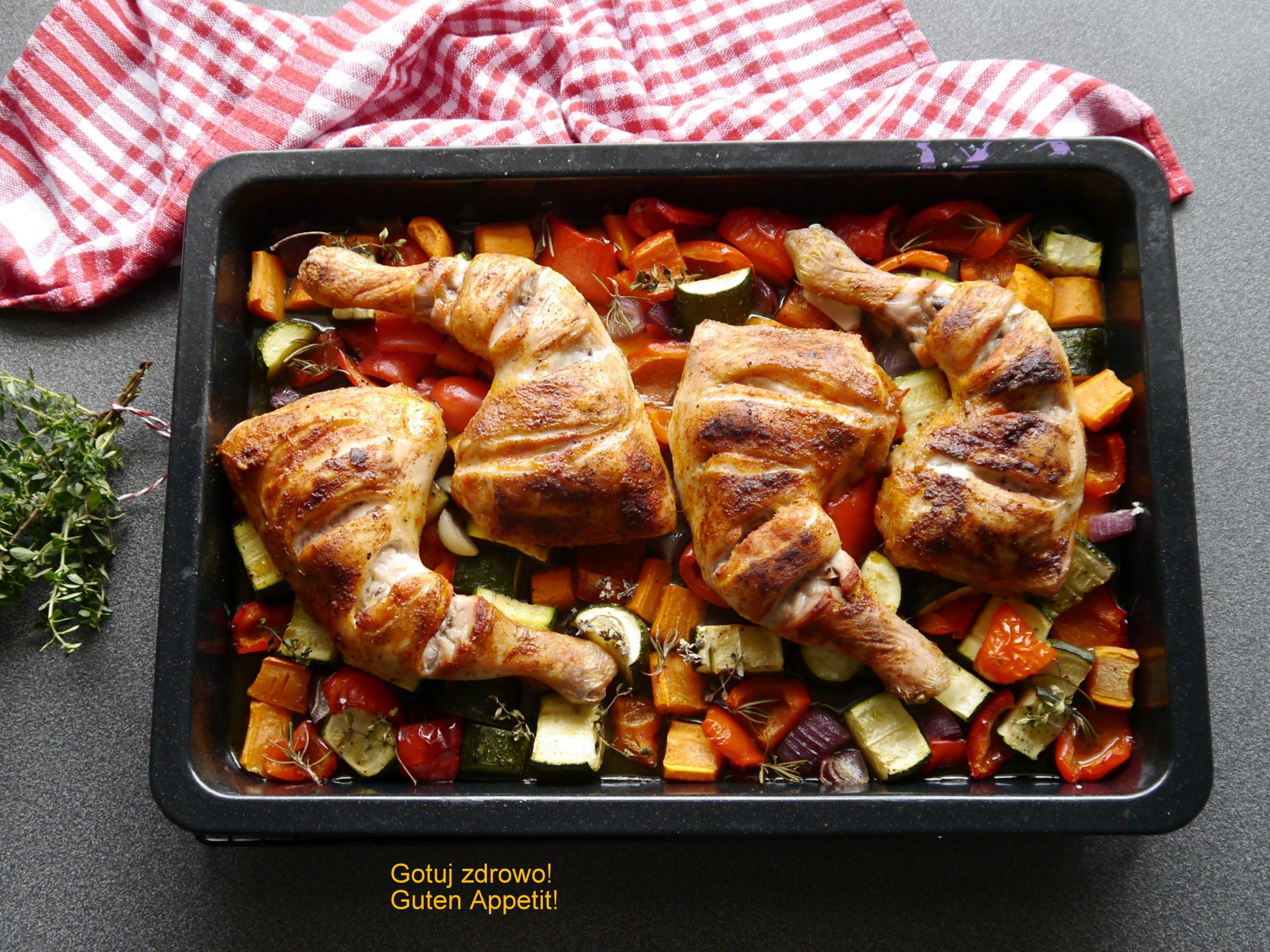 Udka kurczaka z warzywami - obiad z piekarnika