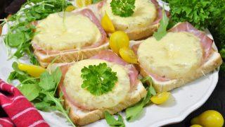 Tosty hawajskie - przepis na tosty z ananasem