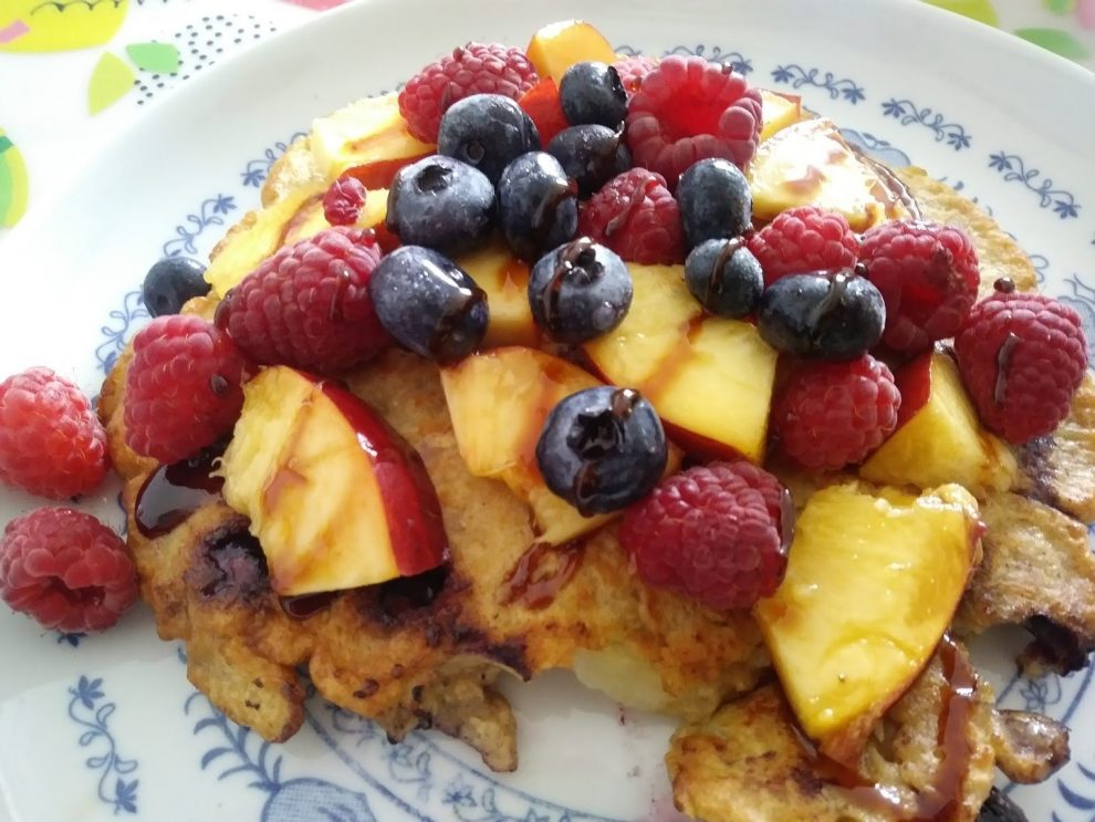 Owsiany omlet z owocami