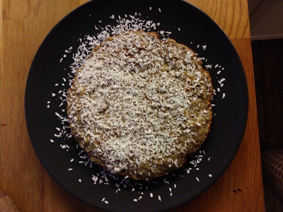 Omlet z miodem i wiórkami kokosowymi