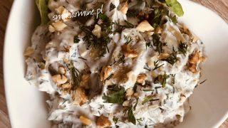 Sałatka z pieczonego bakłażana z orzechami włoskimi