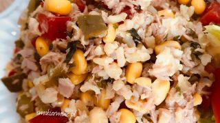 Sałatka z brązowym ryżem i tuńczykiem