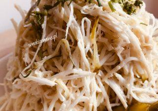 Sałatka z selera z ogórkami konserwowymi