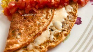 Omlet pieczarkowo- bazyliowy z serem