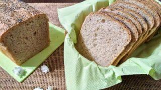 Chleb na wodzie z kiszonych ogórków