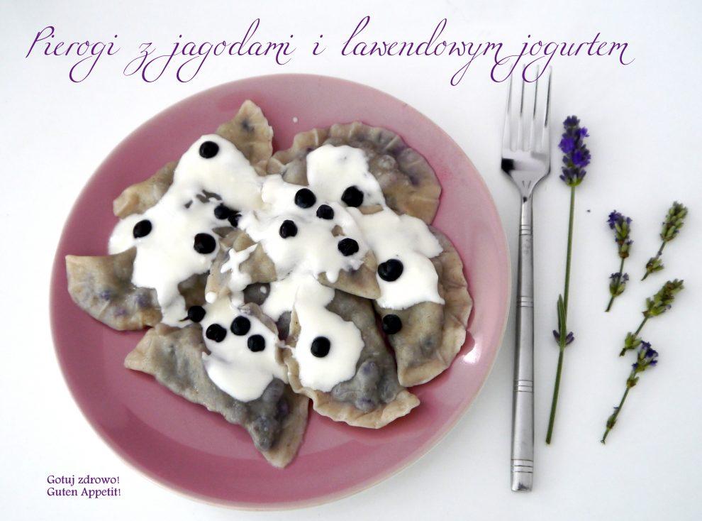 Pierogi jagodowe z lawendowym sosem jogurtowym