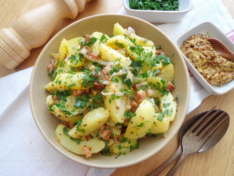 Sałatka ziemniaczana z boczkiem w sosie musztardowym