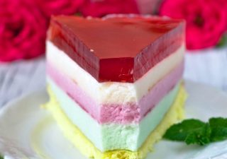 Lekki pastelowy torcik