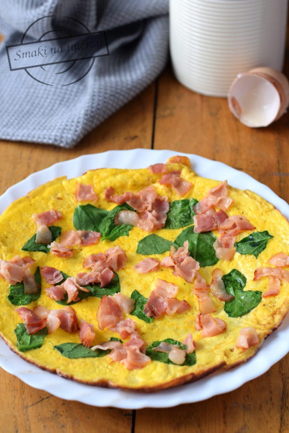 Omlet z boczkiem i szpinakiem