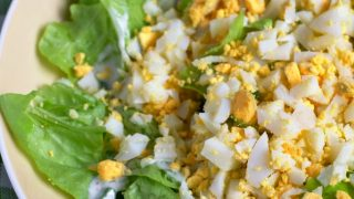 Zielona sałata z jajkami