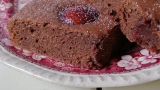Mleczne brownie z czereśniami