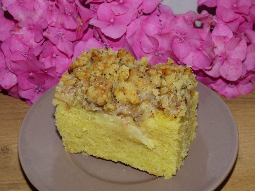Ciasto z jabłkami i orzechową kruszonką