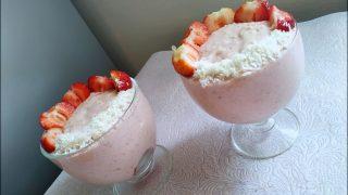 Budyń jaglany z truskawkami