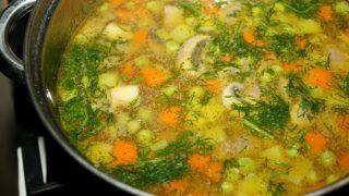 Zupa pieczarkowa z zielonym groszkiem