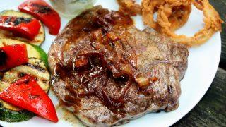 Steak z sosem karmelowo cebulowym
