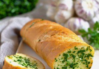 Bagietka z masłem czosnkowo-pietruszkowym