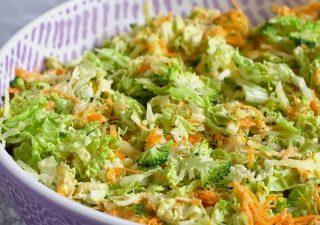 Surówka z kapusty pekińskiej i surowego brokuła