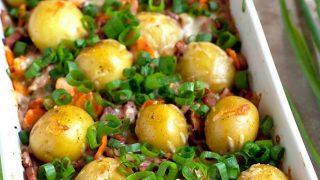 Wiejska zapiekanka z młodych ziemniaków