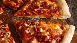 pizza z sosem bolognese...