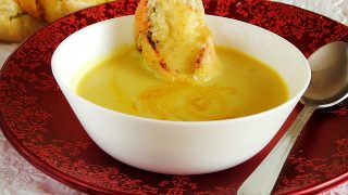 Rozgrzewająca zupa krem z kalafiora