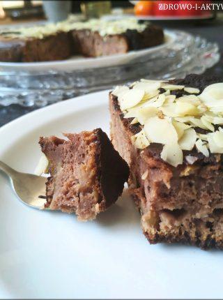 Smażone ciasto czekoladowe z kawałkami jabłka