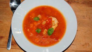 Pomidorówka z piersią kurczaka i ziemniakami