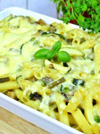 Zapiekanka z makaronu, kurczaka i warzyw