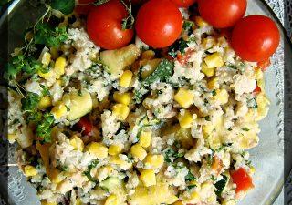 Sałatka z ryżem, tuńczykiem i cukinią