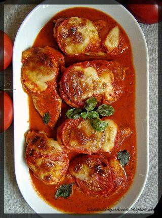 Piersi z kurczaka zapiekane w sosie paprykowo-pomidorowym