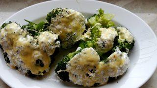 Brokuł zapiekany w sosie czosnkowym