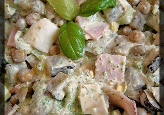 Sałatka brokułowa z jajkiem i szynką