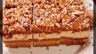 Ciasto jabłkowe z budyniem kajmakowym i orzechami (bez pieczenia)